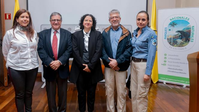 Representantes del convenio entre la Universidad de los Andes y Parques Nacionales Naturales
