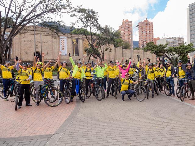 Caravana de ciclistas Universidad de los Andes