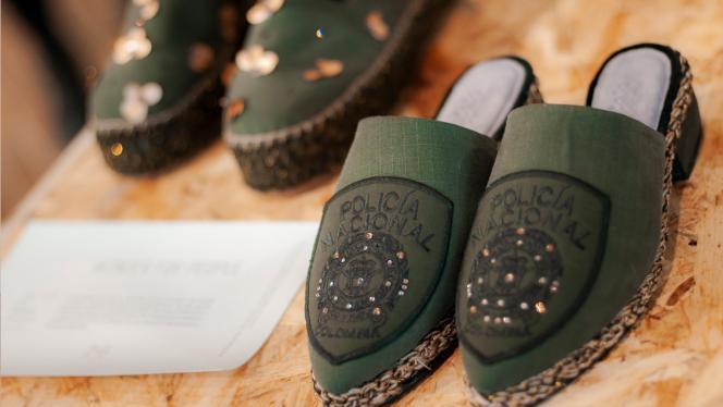 Diseño de zapatos para mujeres de la Policia Nacional