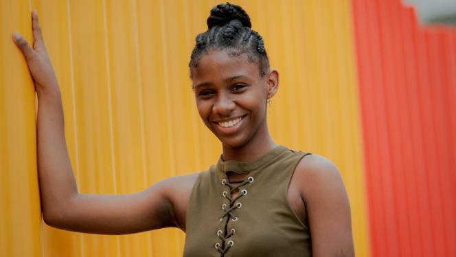 Estudiante del Litoral Pacífico colombiano sonriendo