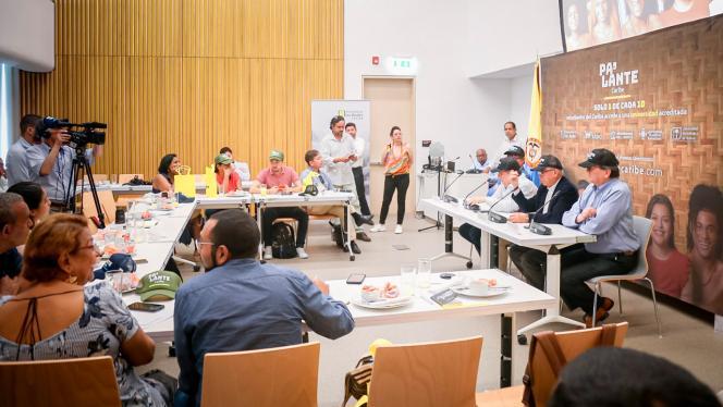 Asistentes al debate del programa Pa'lante Caribe