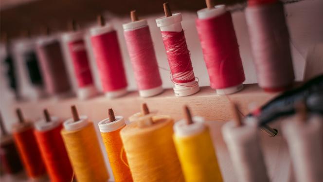 Muestras de hilos de colores