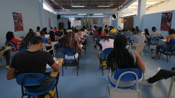 Estudiantes presentando el simulacro de las pruebas de estado Saber 11