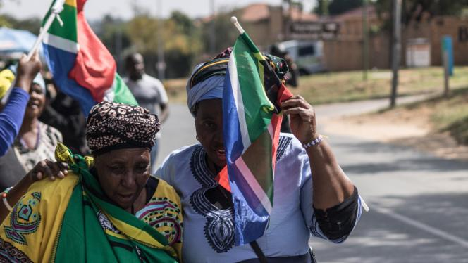 Dos mujeres afro colombianas en una marcha