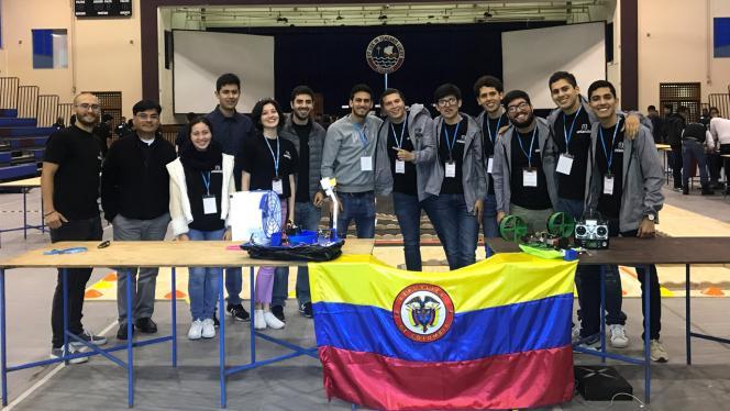 Estudiantes que representaron la universidad de los Andes en el E-Fest South América