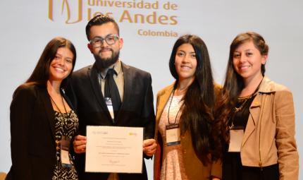 estudiantes ganadores a mejor trabajo de pregrado