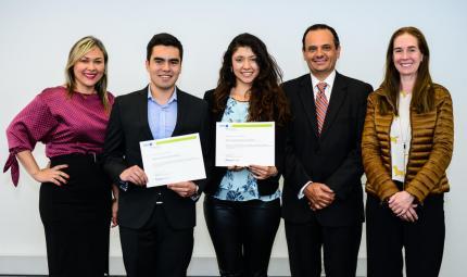 Los becarios Roberto Rocca, con representantes de Tenaris y la Universidad de los Andes