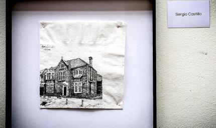 Dibujo en servilleta que muestra una casa inglesa
