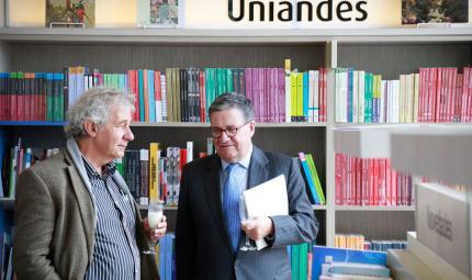 El rector Pablo Navas y el profesor Alberto Miani.
