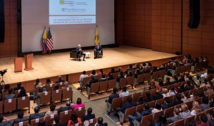 Image of the ML auditorium at Los Andes during Joe Biden's visit to Colombia.