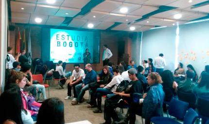 Sesión del proyecto Estudia Bogotá, iniciativa de la escuela de Líderes por Bogotá