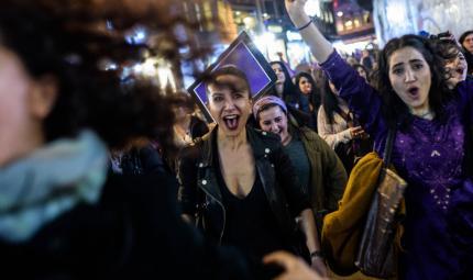 Mujeres protestan para exigir el respeto de sus derechos.
