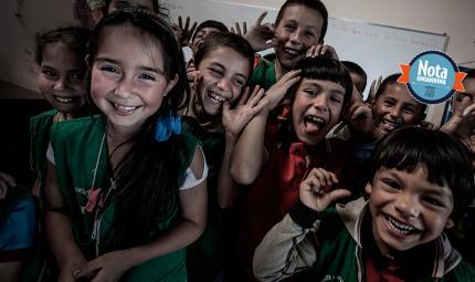 Ninos sonriendo, como mejorar la pedagogia a pesar del contexto historico