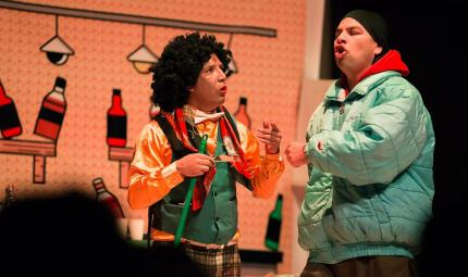 La obra, en tono de comedia, refleja vivencias de los reclusos.