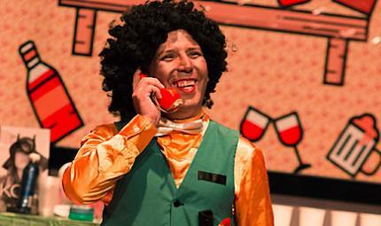 Uno de los actores de la obra Los Clasificados, durante la presentación en Los Andes.