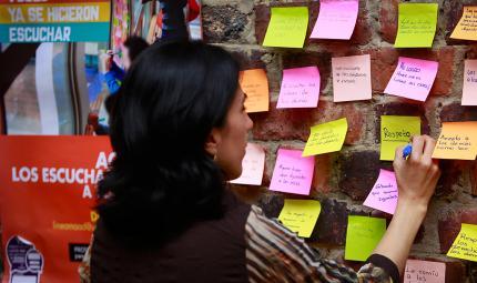 Funcionaria participando en la jornada 'Ayúdanos a entender'