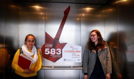 Campaña #TransformandoVidas en los ascensores de Uniandes