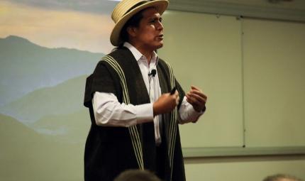 Victoriano Piñacué Achicué, médico The´Wala nasa.