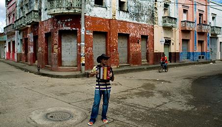 Quién es el dueño de la tierra en Colombia