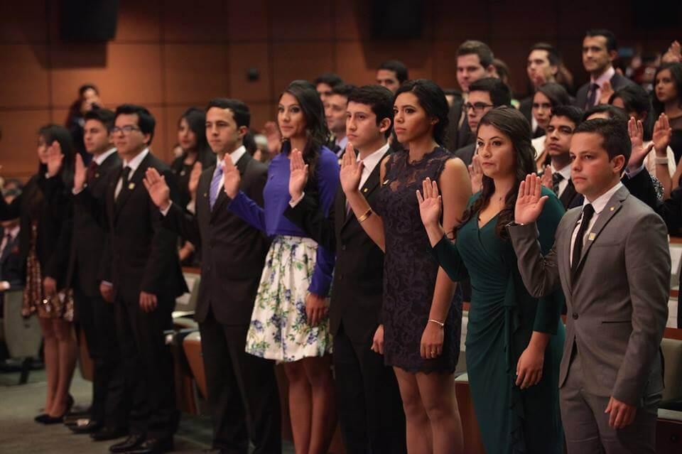Foto médicos en toma de juramento