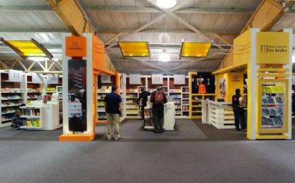 Stand de la Universidad de los Andes en la Feria del Libro 2018