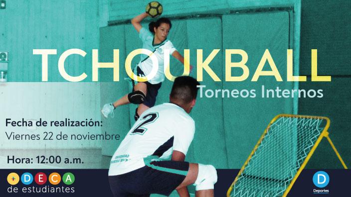 Dos jugadores de Tchoukball, uno de ellos lanzando la bola