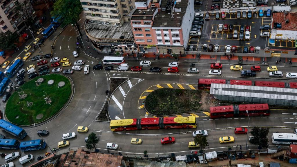 Panorámica vía congestionada