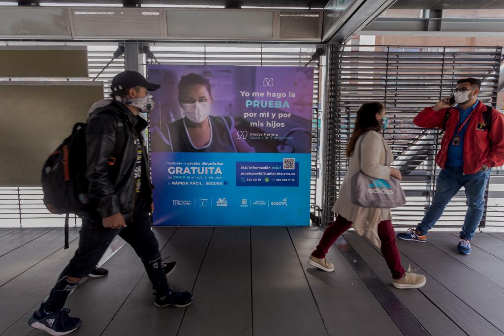 Foto de una estación de Transmilenio en Bogotá Eduardo Behrentz