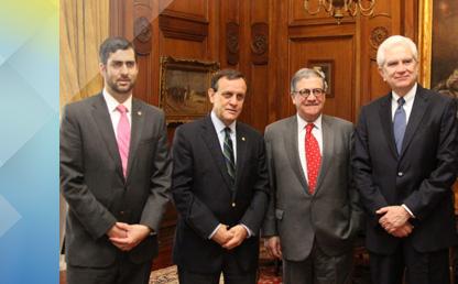 Autoridades de La Tríada reunidos en el campus de la Universidad Católica de Chile.