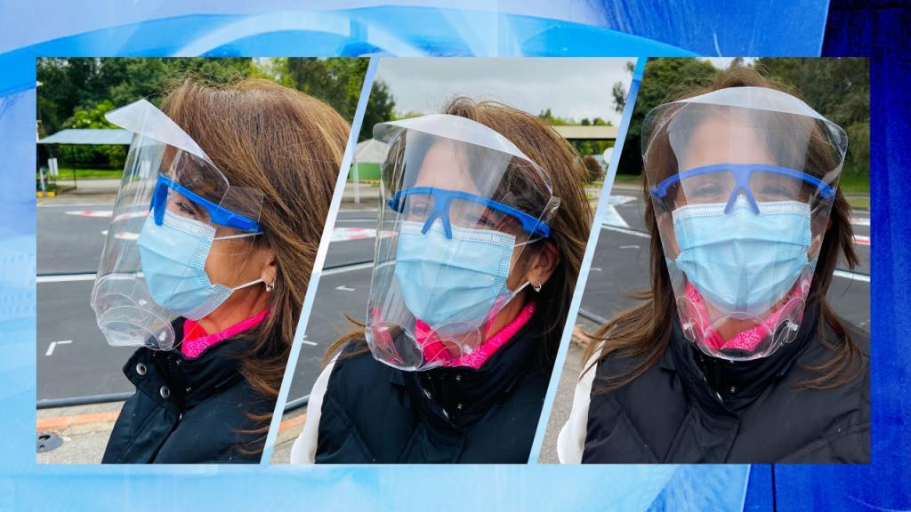 Mujer con Casco de Vida o máscara facial cerrada transparente