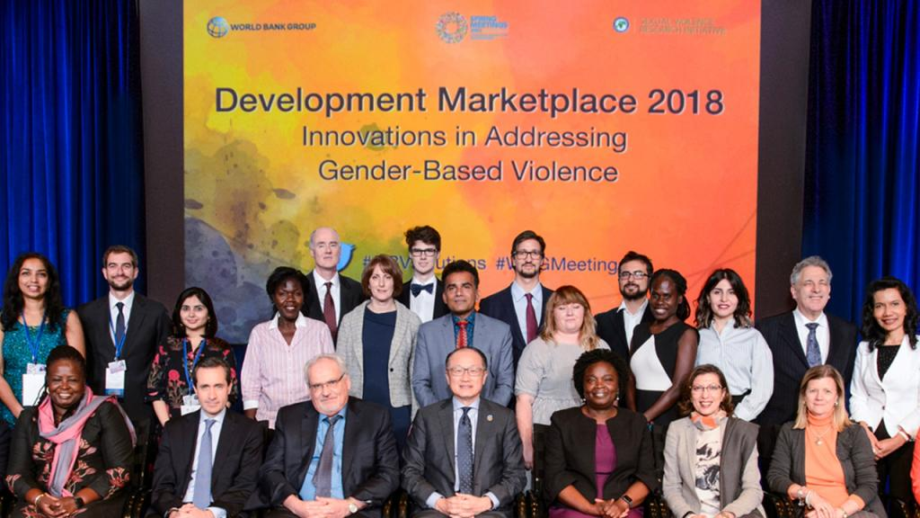 Imagen de las personas premiadas por el Banco Mundial y Sexual Violence Research Initiative